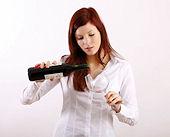 Weinseminar Weinprobe junge Frau